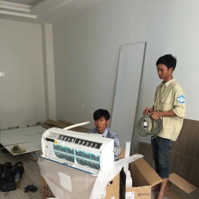 Điên lạnh giá gốc giao và lắp đặt 13 bộ máy lạnh cho khách hàng căn hộ mi ni, Q. Bình Thạnh